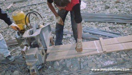 Elektrikli demir kesme makinesi ile kesim yapılması resim
