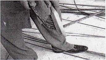 Demiri tel fırça ile temizleme resim