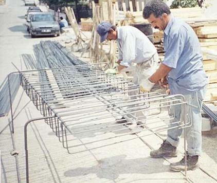 Kolon yapma (kolon demirlerini birleştirme ) sehpası resim